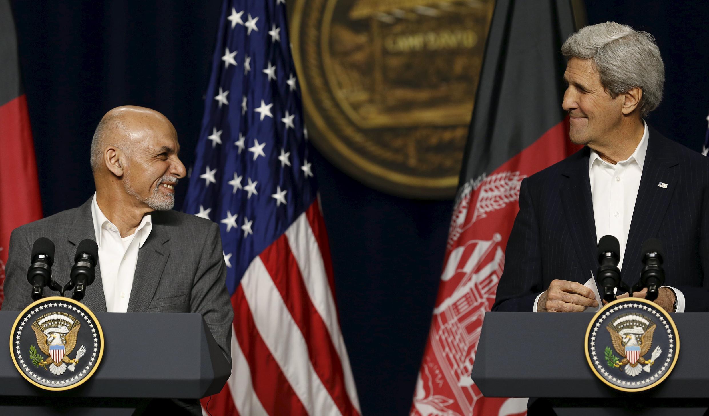 John Kerry waziri wa mambo ya nje wa Marekani na rais wa Afghanistan Ashraf Ghani