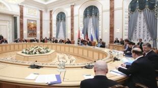 O presidente francês François Hollande confirma que Russia, Ucrania , França e Alemanha chegaram a um acordo global de paz para o leste da Ucrânia.