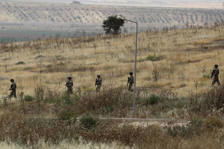Binh lính Thổ Nhĩ Kỳ tại vùng Atmeh, sát biên giới Thổ Nhĩ Kỳ, nhìn từ phía Syria, ngày 31/05/2019