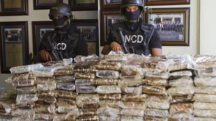 Na madrugada de 20 de março de 2013, na pista do aeroporto de Punta Cana, a polícia dominicana descobriu 26 malas com drogas a bordo de um Falcon 50 alugado.