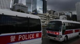 Véhicules de police stationnés devant le quartier financier de Hong Kong, le 31 août 2014.
