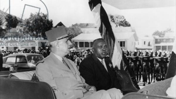 Le Général Charles de Gaulle et Philibert Tsiranana à Madagascar, en 1958