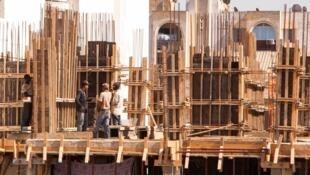 Travailleurs migrants sur un chantier à Alger.