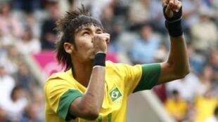 O atacante brasileiro Neymar comemora gol contra Honduras, no último dia 4 de agosto.