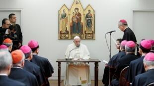 Fafaroma Francis, tare da Bishop - Bishop na Vatican a birnin Tokyo.
