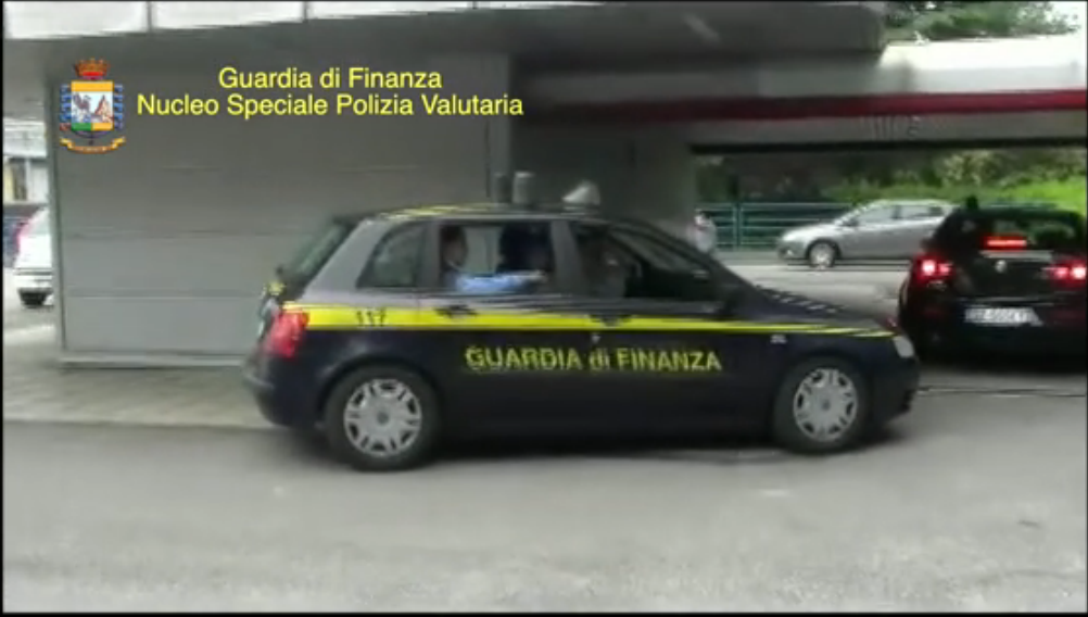 Extraint de la vidéo de la brigade financière italienne, Guardia di Finanza, lors de l'opération Milliard qui a conduit à l'arrestation de 62 personnes, dans le cadre d'une gigantesque fraude fiscale de 1,7 milliard d'euros.