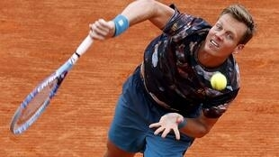 Tomas Berdych overcame the challenge of Gael Monfils in the semifinals of the Monte Carlo Masters on Saturday