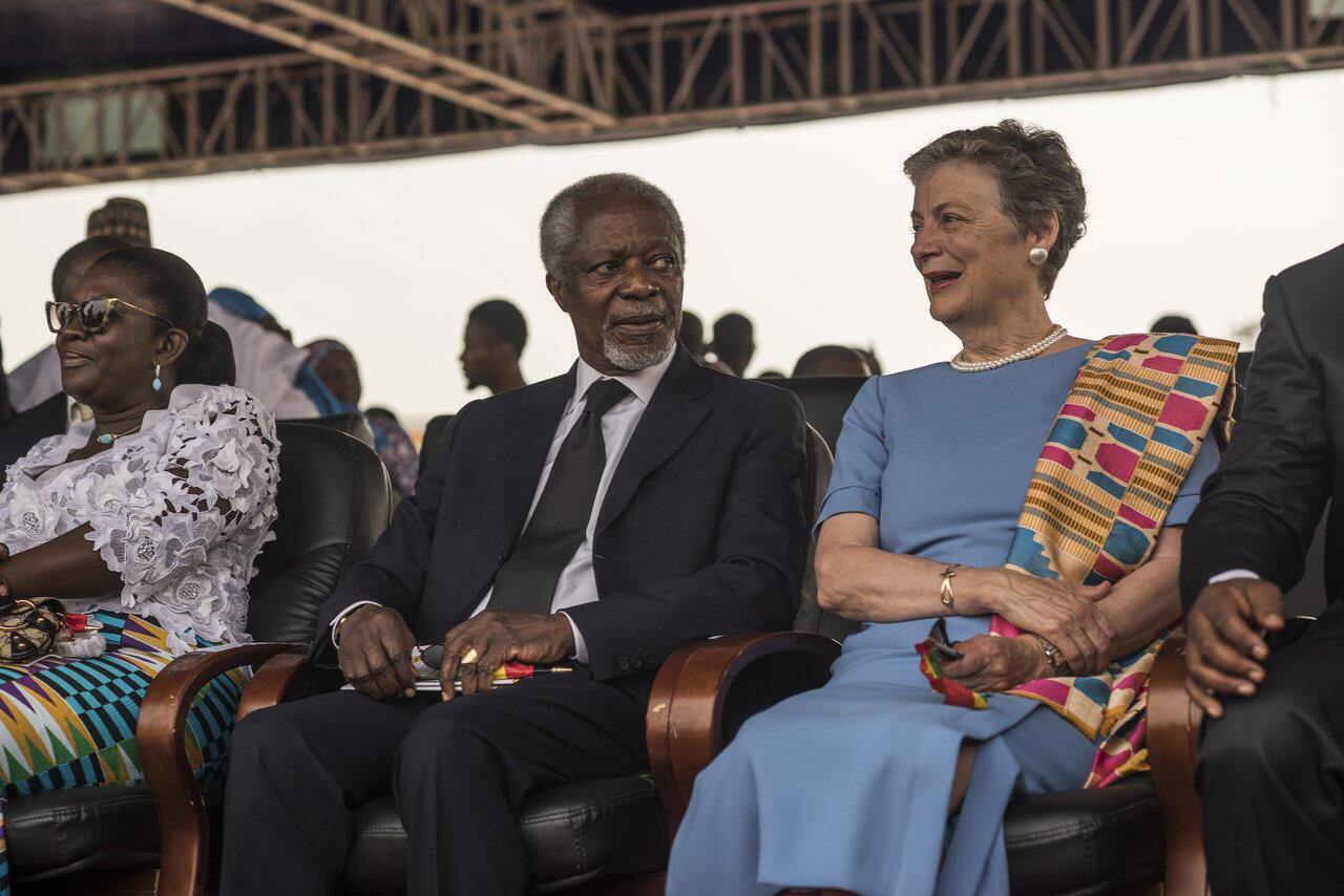 L'ancien secrétaire général de l'ONU Kofi Annan, en janvier 2017 à Accra avec sa compagne Nane Marie, pour la prestation de serment du président Akufo-Addo.