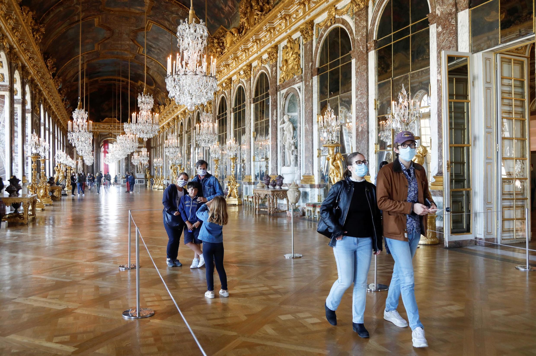 法国从本周一开始要求在公共场所室内必须带口罩