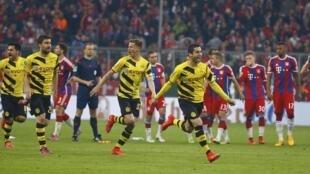 'Yan wasan Borussia Dortmund a lokacin da suka doke Bayern Munich a gasar lashe kofin Jamus