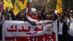 Manifestation des partisans du président Mohamed Morsi, le 1er décembre 2012, au Caire.