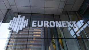 Logo de l'opérateur européen des marchés financiers, Euronext, dont le siège se situe dans le quartier des affaires de La Défense à Paris.