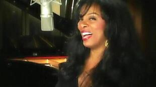 Donna Summer trong kỳ thu âm bài hát From Paris with Love (DR)
