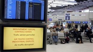 La grève des contrôleurs aériens de l'aviation civile ne concerne que les vols intérieurs français et pas du tout les moyens et long-courriers.