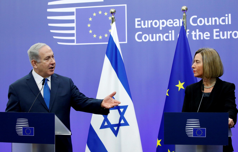 Thủ tướng Israel Benyamin Netanyahu (trái) và lãnh đạo ngoại giao của Liên Hiệp Châu Âu, bà Federica Mogherini, tại Bruxelles, ngày 11/12/2017.