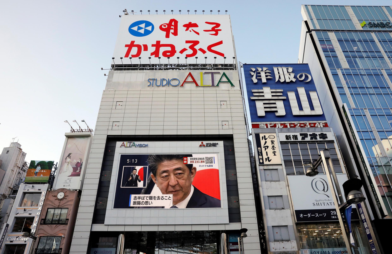 2020-08-28T083036Z_1260709825_RC2WMI9UYPGC_RTRMADP_3_JAPAN-POLITICS-ABE