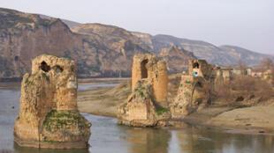 土耳其萬年古鎮哈桑凱伊夫(Hasankeyf)十二世紀的古橋