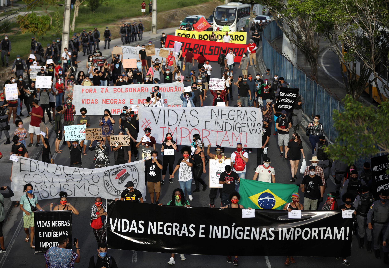 2020-06-07T231458Z_1916655365_RC2N4H9MYC3M_RTRMADP_3_BRAZIL-PROTESTS-RACE