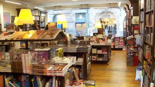 Literatura brasileira faz sucesso nas livrarias francesas.