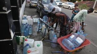 Gabon - Libreville - Eau - pénuries - bidon
