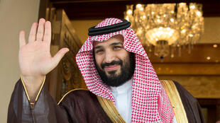 Príncipe herdeiro da Arábia Saudita, Mohammed bin Salman, não sabe que fazer com cadáver de jornalista