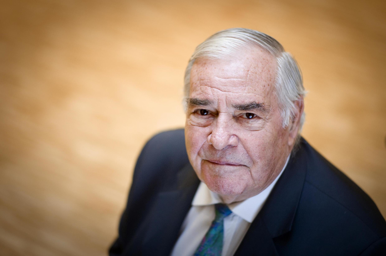 Жюльен Лопретр руководил Secours populaire français в течение более 60 лет