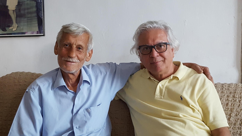 Le Chypriote grec Michael Georgiades (à droite) veut revenir vivre à Morphou, dans sa maison d'enfance, aujourd'hui habitée par le Chypriote turc Cumar Kamir (à gauche).