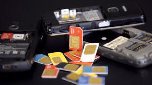 Theo Edward Snowden, NSA và GCHQ Anh quốc đã đánh cắp một số lượng lớn các thẻ điện thoại.