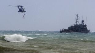 Los servicios de rescate exploran la zona donde cayó el avión etíope