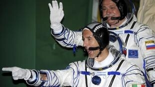 L'Italien Luca Parmitano et le Russe Fyodor Yurchikhin avant leur départ pour la Station spatiale internationale le 29 mai 2013.