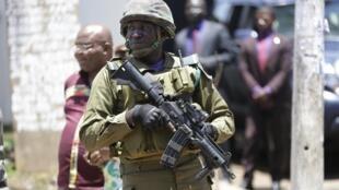 Militaire camerounais à Yaoundé, la capitale du Cameroun.