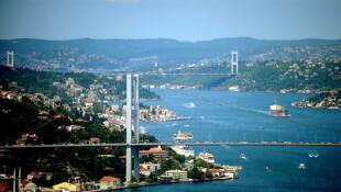 103 amiraux à la retraite ont dénoncé dans une lettre ouverte la menace que ferait peser, selon eux, le projet baptisé «Canal Istanbul» sur un traité historique régissant l'utilisation des principales voies navigables de la Turquie.