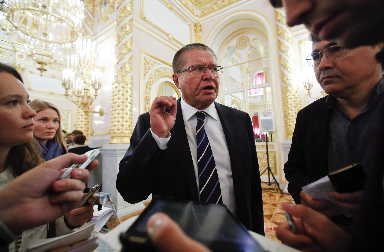 Министр экономического развития России Алексей Улюкаев отвечает на вопросы журналистов перед заседанием Госсовета, 18 сентября 2014 г.