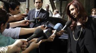 Cristina Kirchner, la présidente a annoncé des mesures exceptionnelles pour les sinistrés de La Plata.