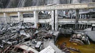 Спасатели на месте катастрофы на Саяно-Шушенской ГЭС 20 августа 2009 г.