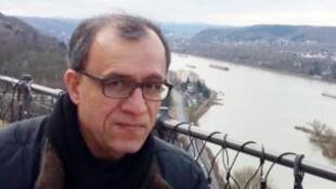 حبیب حسینیفرد، تحلیلگر سیاسی و اجتماعی مقیم آلمان