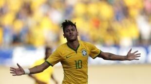 Neymar, avançado do Brasil, é a principal arma da selecção anfitriã.