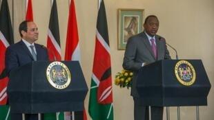 Rais Uhuru Kenyatta (Kulia) akiwa na mgeni wake rais wa Misri Abdel Fatah Al-Sisi (Kushoto) wakati wakizungumza na wanahabari katika Ikulu ya Nairobi Februari 18 2017