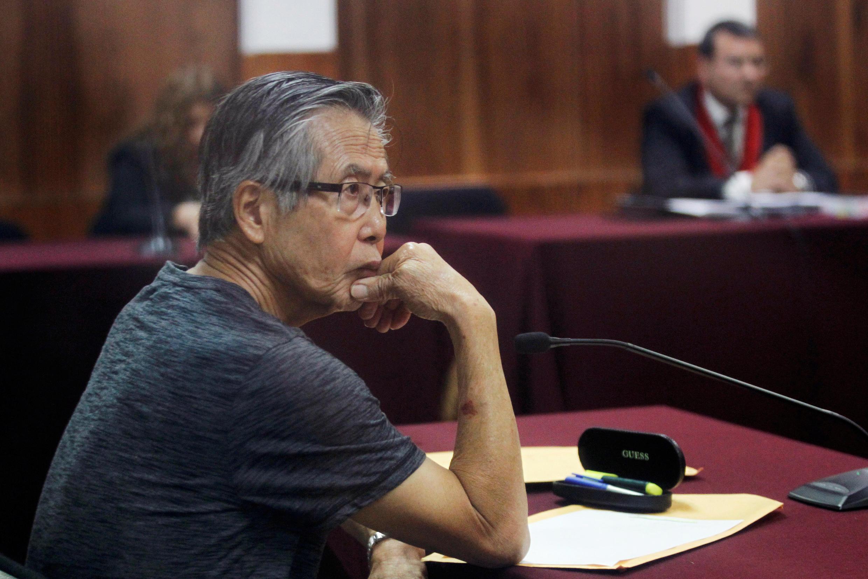 El expresidente peruano Alberto Fujimori durante uno de sus juicios. Archivo.