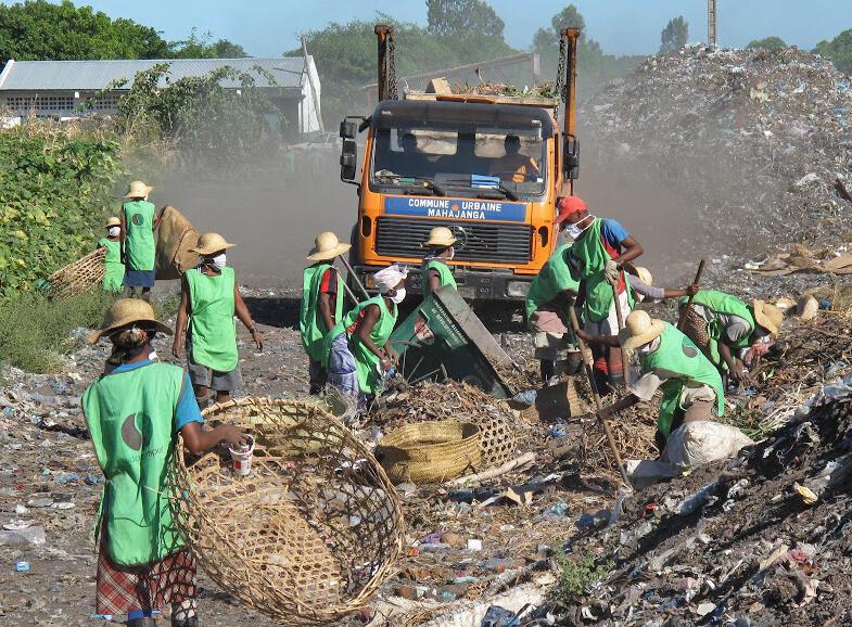 Le site de Mahajanga (photo) au nord-est de la grande île est aujourd'hui autonome à 70 % grâce aux recettes de la vente de compost, au financement carbone et aux subventions et vise à transformer 25000 tonnes de déchets bruts par an.