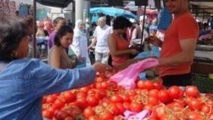 Le marché de la ville de Chanteloup-les-Vignes (capture d'écran).