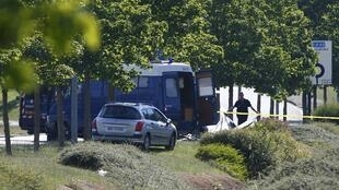 A French forensic team on the site where the severed head of the victim was found, 26 June 2015