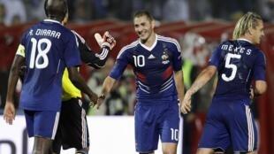 Karim Benzema (số 10) lập công ngay trong ngày đầu quay trở lại đội tuyển Pháp tối 07/9/2010 tại Sarajevo