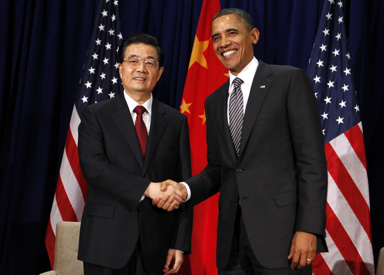 Tổng thống Mỹ Obama và chủ tịch Trung Quốc Hồ Cẩm Đào tại Diễn đàn APEC, Hawai (REUTERS)