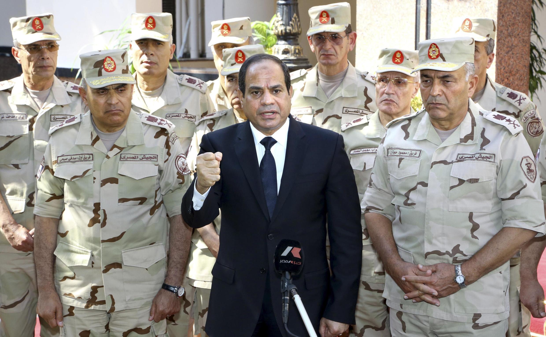 Desde que o ex-chefe das Forças Armadas e atual presidente Abdel Fattah al-Sissi (foto) depôs Mohamed Mursi, o novo regime reprime a oposição no Egito.
