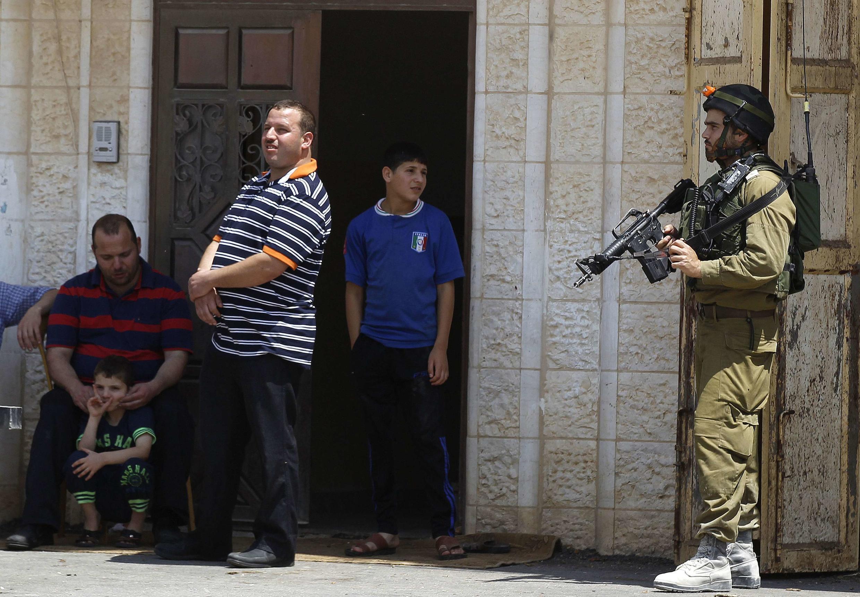 Израильская армия осуществляет поиски трех пропавших подростков, 13/06/2014