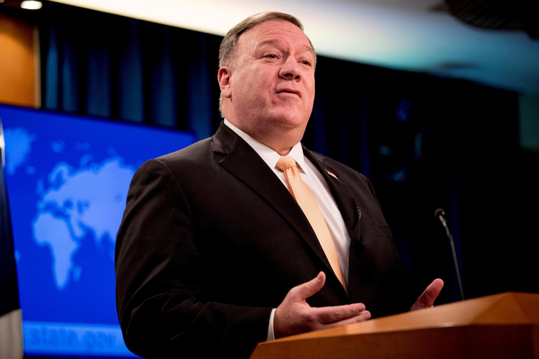 کنفرانس خبری مایک پمپئو، وزیر امورخارجه آمریکا در واشنگتن. سهشنبه ۱۲ فروردین/ ۳۱ مارس ۲۰۲۰