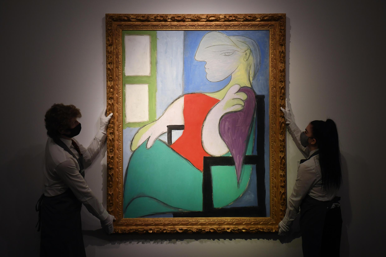 « Femme assise près d'une fenêtre (Marie-Thérèse) », de Pablo Picasso, exposé lors d'une avant-première de la vente chez Christie's, le 7 mai 2021 à New York.