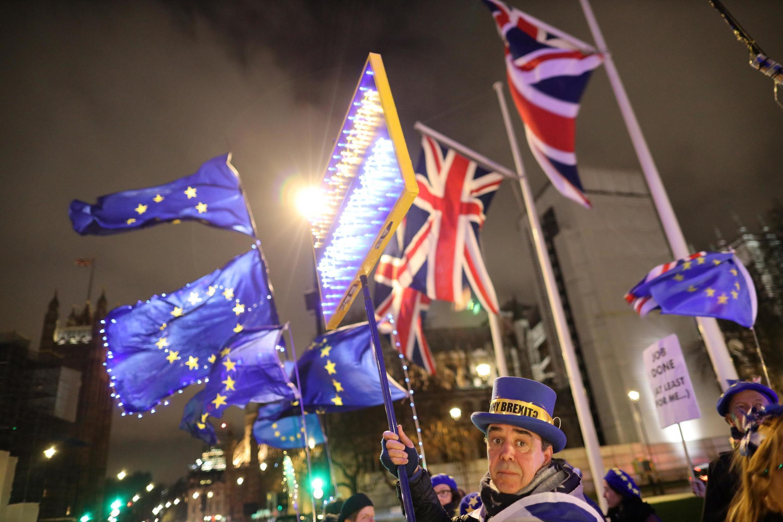 O Reino Unido torna-se hoje no primeiro país a deixar a União Europeia