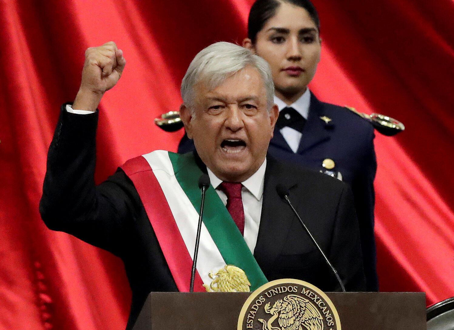 «Je vous promets de ne pas mentir, ne pas voler et ne pas trahir le peuple mexicain»: ce sont les mots d'ouverture du discours du président Lopez Obrador sur le Zocalo de Mexico, le samedi 1er décembre 2018.